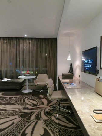 Jumeirah at Etihad Towers: grand deluxe room