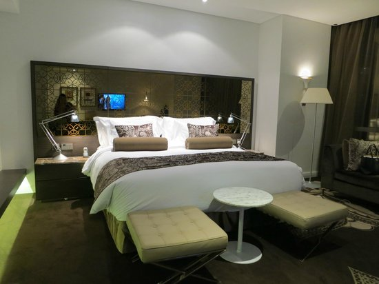 Jumeirah at Etihad Towers: grand deluxe room 2