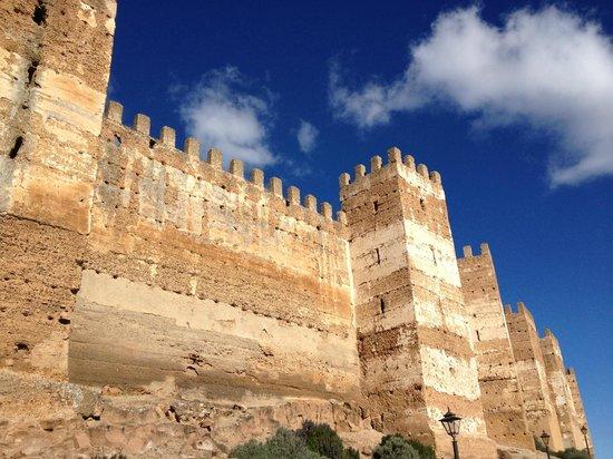 Exterior de la muralla donde se aprecia la construcci n en tapial picture of banos de la - Castillo de banos de la encina ...