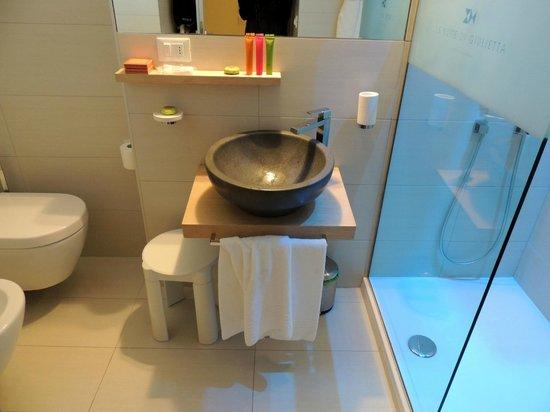 Juliette's Suite:                   bagno con doccia cromoterapica