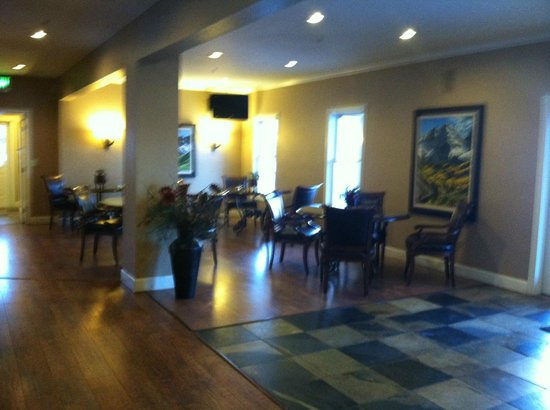 Inn at Crested Butte: Dining area in lobby