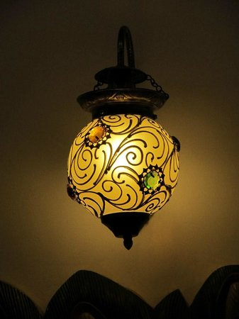 Nahargarh Haveli: One of the lamps in our room. Lovely decoration and lighting.