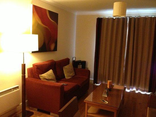 PREMIER SUITES Bristol Redcliffe: lounge