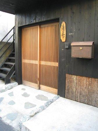 Chiyoda Inn :                   The beautiful alternate entrance