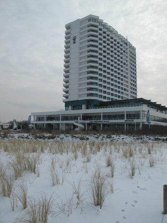 Hotel NEPTUN: Hotel vom Strand