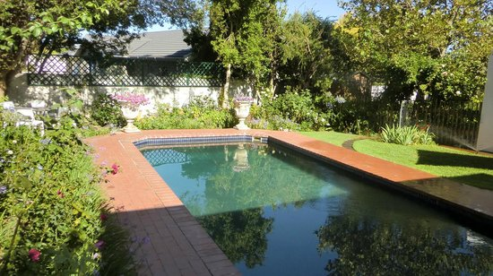 Pool på Penelope's Guesthouse