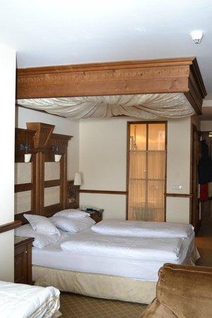 Hotel Genziana:                   Letto della suite family