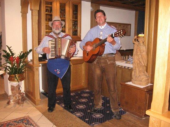 Hotel Genziana:                   Musicisti tirolesi