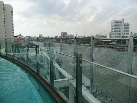 โรงแรมมิลเลนเนียม ฮิลตัน กรุงเทพ: Blick vom Poolbereich