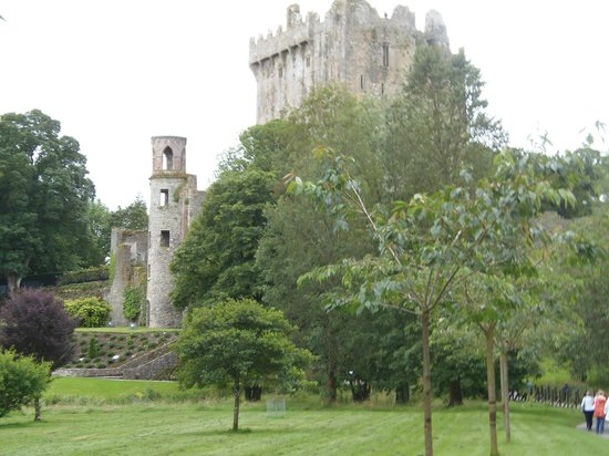 Blarney Castle & Gardens: First glimpse of the castle