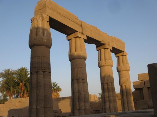 Post And Lintel : Post and lintel construction picture of temple karnak