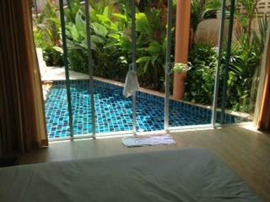Aonang Regent Hotel:                   Piscine accessible de la chambre 9