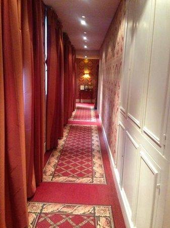 Best Western Grand Monarque:                   tres joli couloir