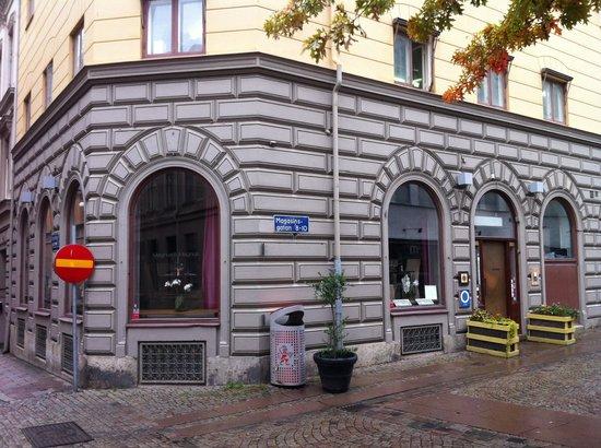 Magnus & Magnus : Located on the corner