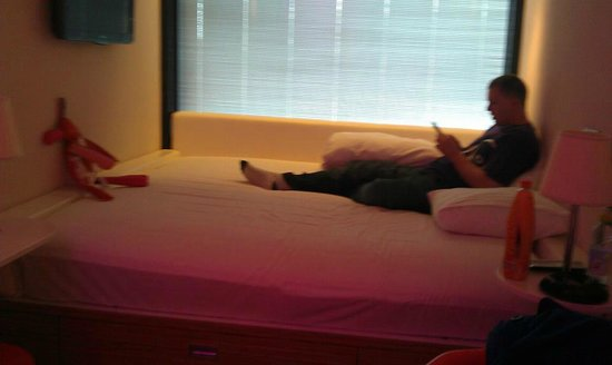 citizenM Glasgow :                                     massive bed!