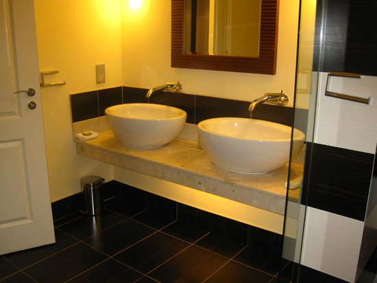 Lyrath Estate:                   His & Hers basins