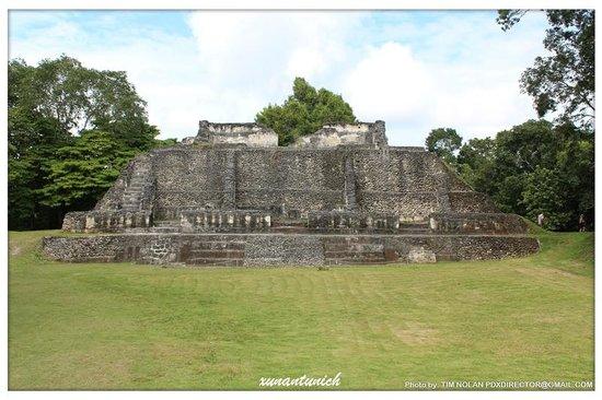 Xunantunich:                                     more ruins