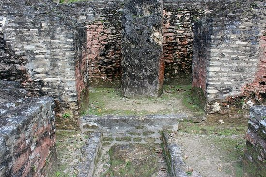 Xunantunich:                                     more ruins / old house