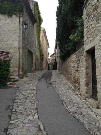 Hostellerie le Beffroi:                   access to the hotel is narrow but navigable