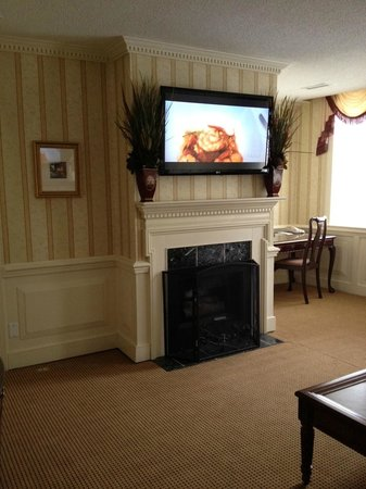 The Vendue Charleston's Art Hotel:                   Our living area in King Suite