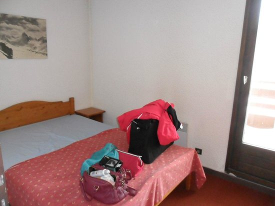 Maeva Residence Le Schuss :                   Chambre avec lit 2 personnes (+ petit balcon)