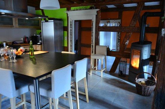 La Maison d'Emilie:                   Cuisine et poele