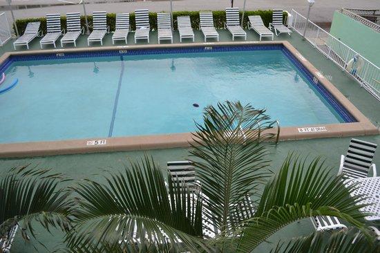 Premiere Hotel:                   pool