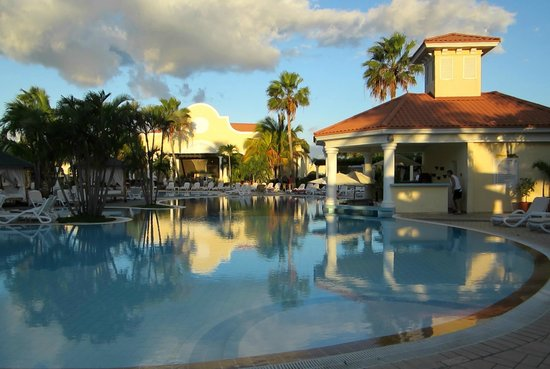 Paradisus Princesa del Mar Resort & Spa:                                                       Swim up bar