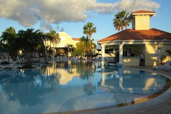 Paradisus Princesa del Mar Resort & Spa:                                                       Swim up bar
