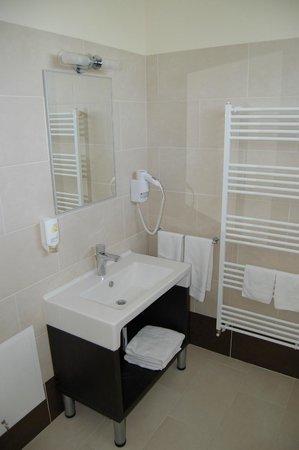 Hotel Aristocratis:                   Bathroom