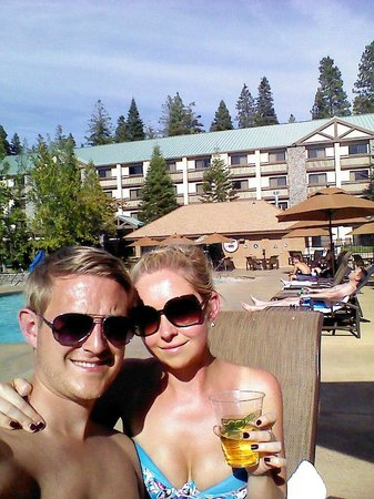 Tenaya Lodge at Yosemite: Poolside!