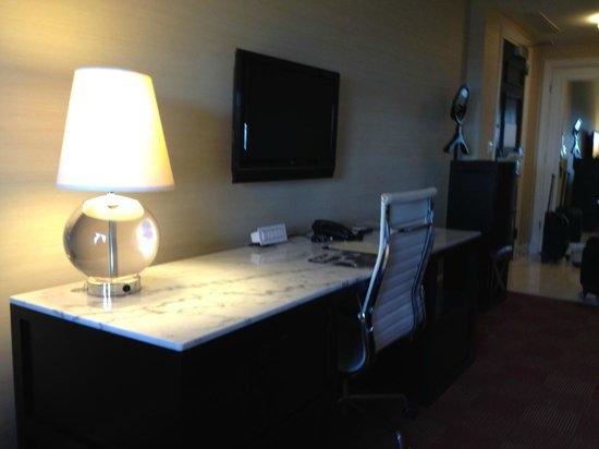 Renaissance Blackstone Chicago Hotel: Work Space