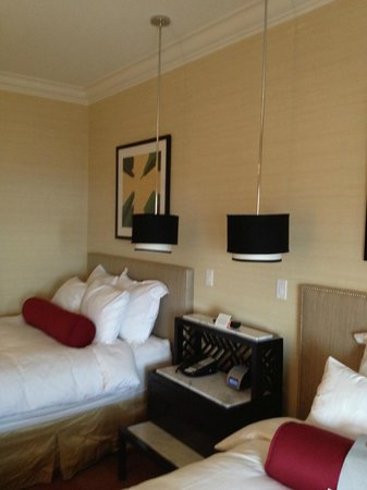 Renaissance Blackstone Chicago Hotel: pendant lamps with individual dimmer switches