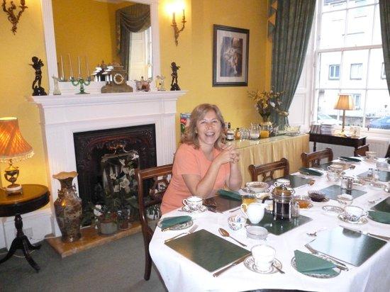 Garlands Guest House:                                     Desayunando en Guest Garlands House.