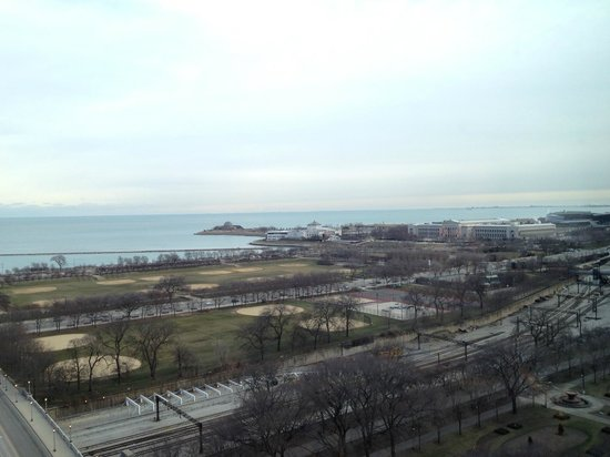 Renaissance Blackstone Chicago Hotel: View of Aquarium and Planetarium  (Soldier Field in the distance)