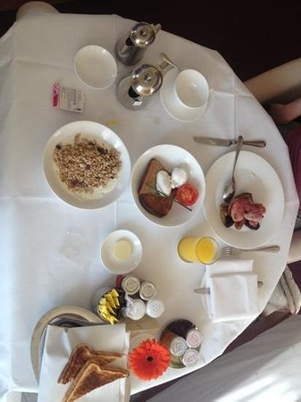 COMO Metropolitan London: Breakfast in bed