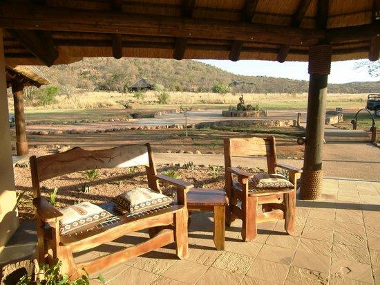 Kololo Game Reserve:                   Zitje bij de receptie
