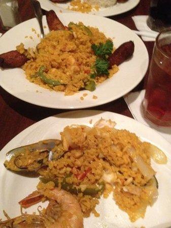 Padrino's Cuban Cuisine:                   paella
