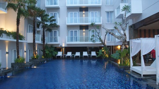 Grand Ixora Kuta Resort: pool area