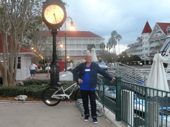 Disney's Grand Floridian Resort & Spa:                   puerto del hotel