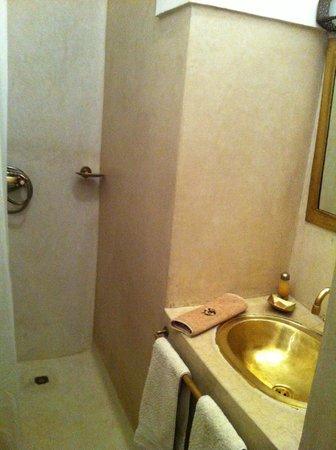 Riad Miski:                                     Banheiro