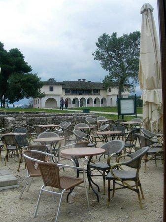 Ioannina, Greece:                                                       Το Βυζαντινό Μουσείο απο το Καφέ του Ιτς Κ