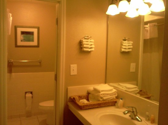 Tahitian Inn Hotel Cafe & Spa:                   Bathroom area of room.
