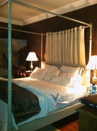 The Inn at Court Square:                   Edward Butler Room