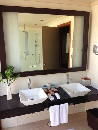 Veligandu Island Resort & Spa:                   bathroom