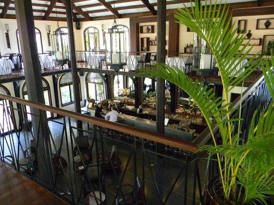 Heritage Suites Hotel:                   Bar vue de la véranda