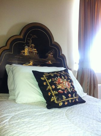 Gortnadiha Lodge:                   The Chinese Room