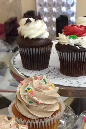 Simply Cupcakes of Naples: yum