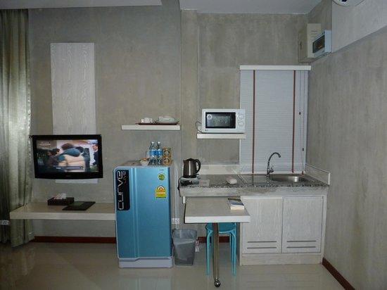 Phu NaNa Boutique Hotel:                   Fernsehr und Kochnische