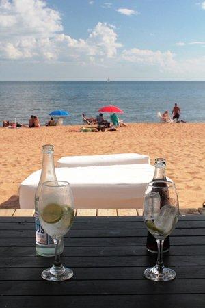 Serena Hotel Punta del Este: Beach lounge.